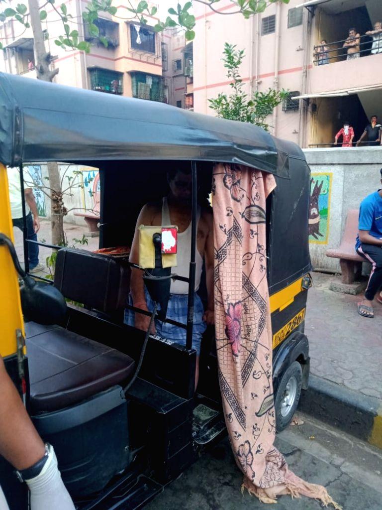 Mumbai man 'hangs' himself in autorickshaw