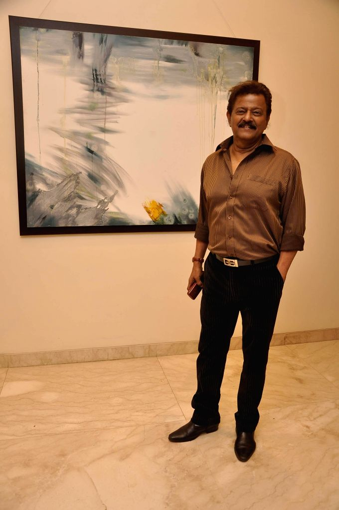 Marathi film actor Ramesh Bhatkar during Bollywood actor Amol Palekar's painting exhibition, in Mumbai on Nov 25, 2014. - Ramesh Bhatkar
