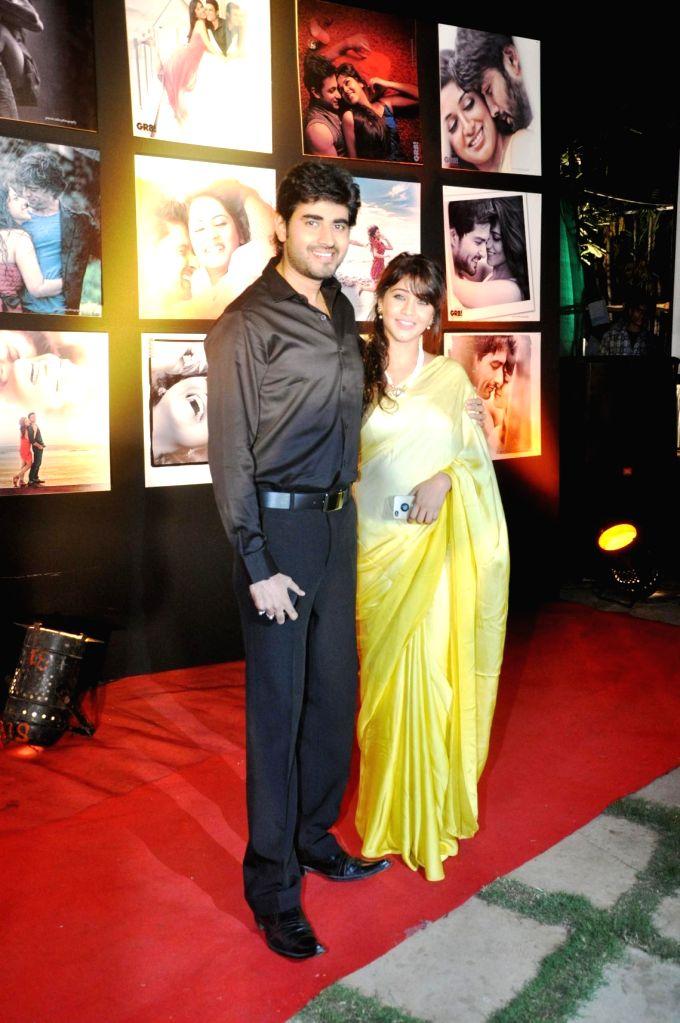 """Mumbai, May 20 (IANS) TV couple Yash Sinha and Amrapali Gupta will shoot at home amid the lockdown, for the music video of """"Teri bindiya"""" sung by Amitabh Narayan of """"Indian Idol"""" fame. (File Photo: IANS) - Yash Sinha and Amrapali Gupta"""