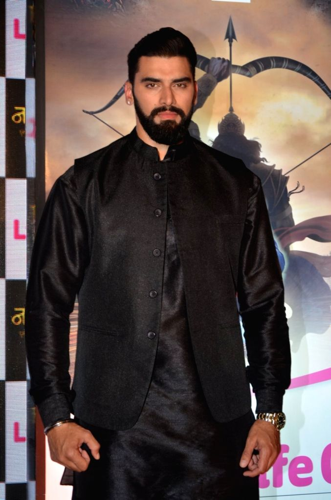 "Mumbai, May 22 (IANS) Actor Nikitin Dheer will soon be seen in a dark role in the upcoming web series ""Raktanchal"", and he hopes fans appreciate him in the new villainous avatar.(File Photo: IANS) - Nikitin Dheer"