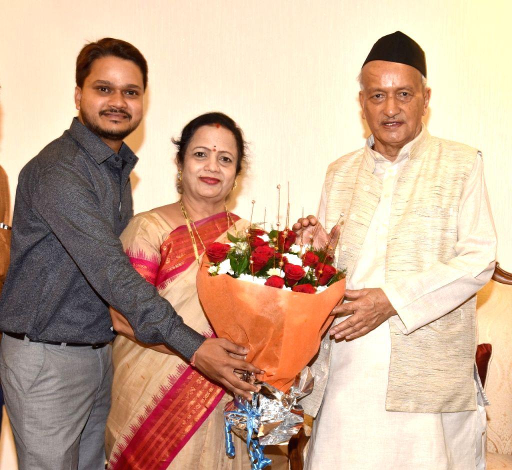 Mumbai Mayor Kishori K. Pednekar calls on Maharashtra Governor BS Koshyari at Raj Bhavan in Mumbai on Dec 3, 2019.