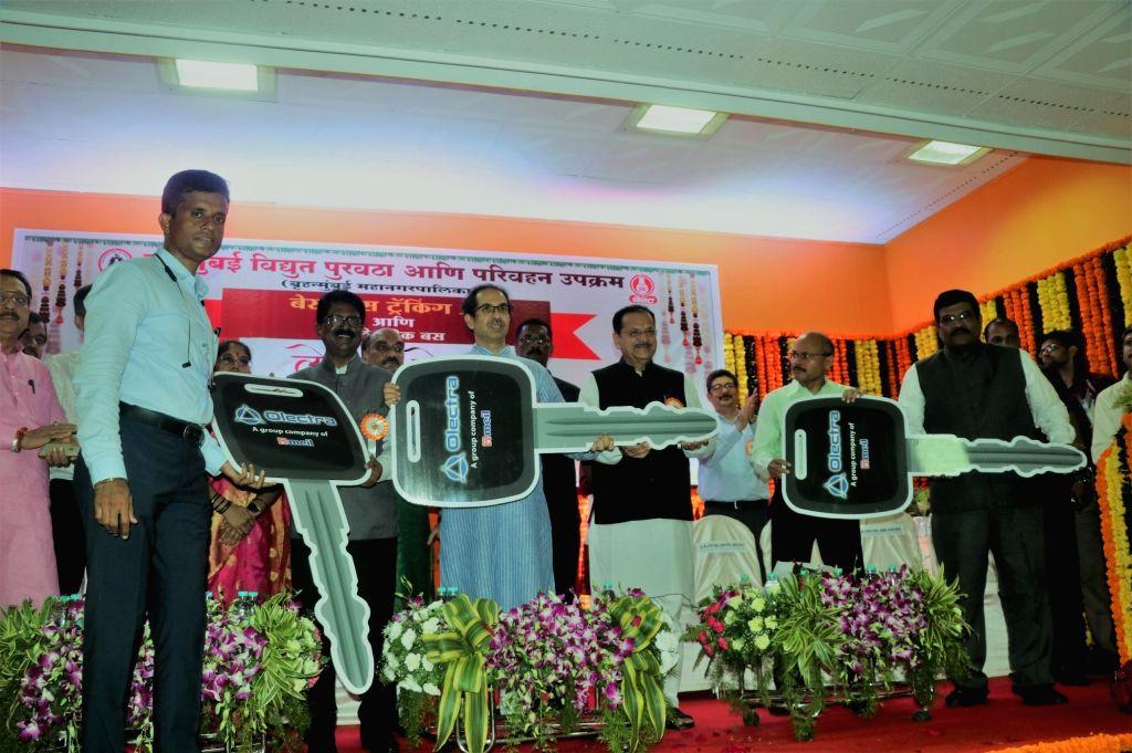 Mumbai: Mumbai Mayor Vishwanath Mahadeshwar and Shiv Sena President Uddhav Thackeray during a programme where Brihanmumbai Electricity Supply and Transport (BEST) – Mumbai's public bus services – inducted 10 swank ele