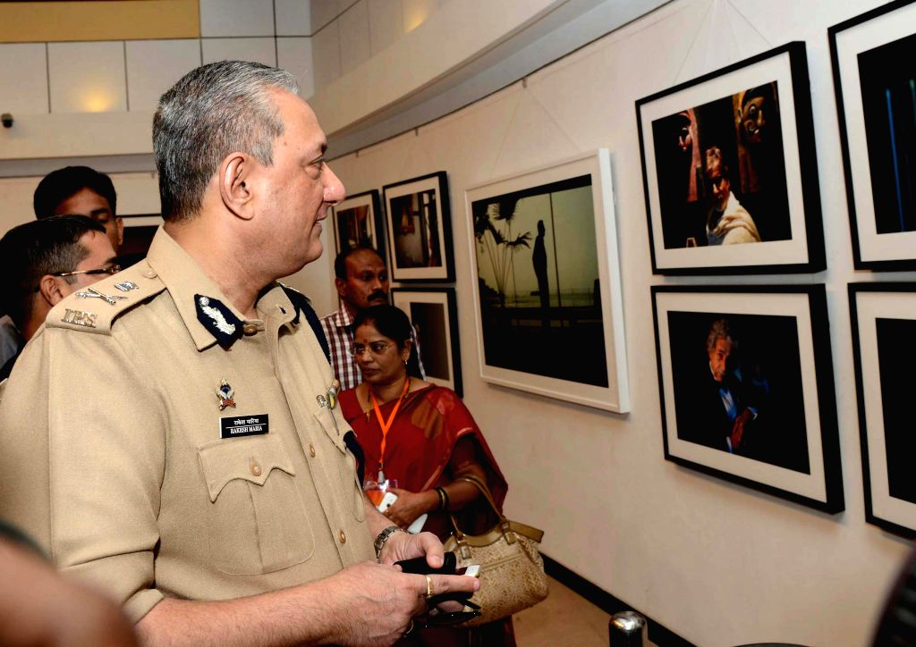 Mumbai Police Commissioner Rakesh Maria at the photography exhibition of Shiv Sena Chief Uddhav Thackeray, organised to raise funds for drought affected farmers, in Mumbai, on Jan 12, ..