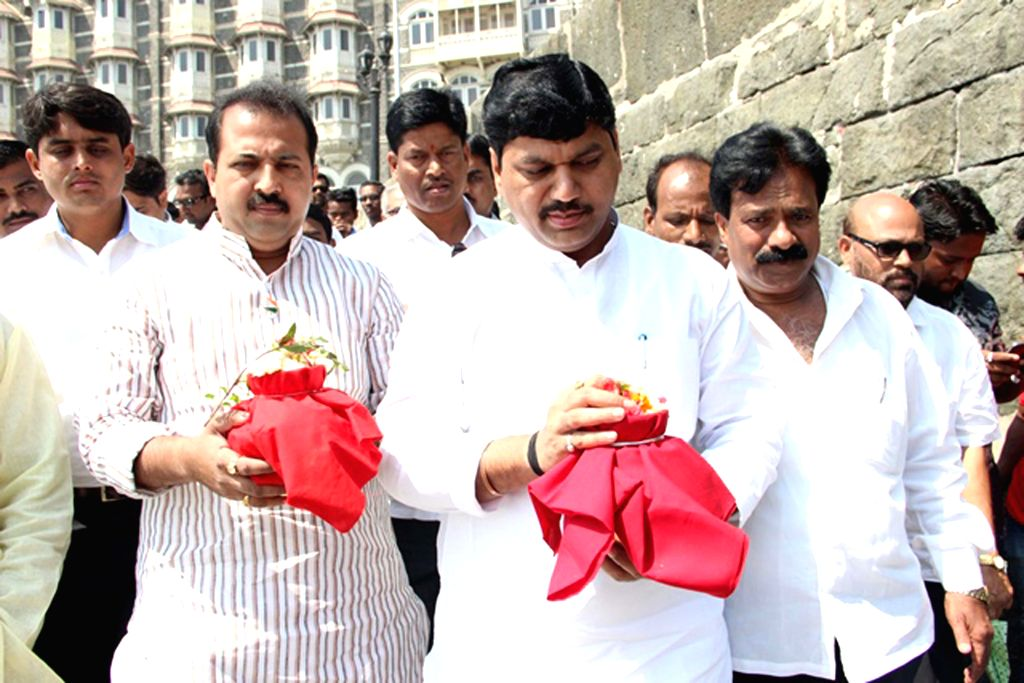 NCP leader Dhananjay Munde and others immerse the ashes of late R R Patil in the Arabian Sea, in Mumbai on Feb. 23, 2015.