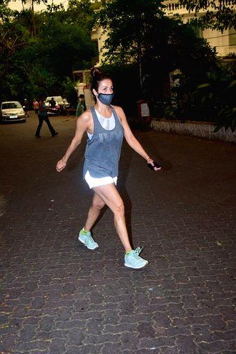 Mumbai, Oct 8 (IANS) Malaika Arora is going through midweek blues, although with a stylish twist, going by her new Instagram post. (Photo: IANS) - Malaika Arora