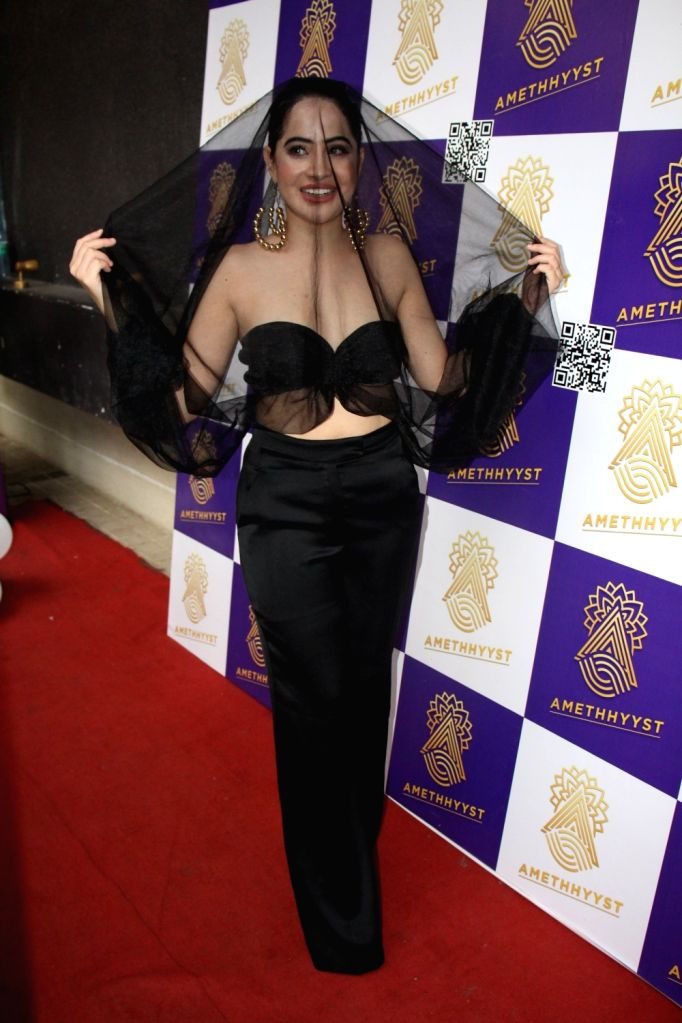 Mumbai : OTT fame Urfi Javed spotted in Andheri for her pre birthday bash with her close friends in Mumbai on Wednesday, October 13, 2021. - Urfi Javed
