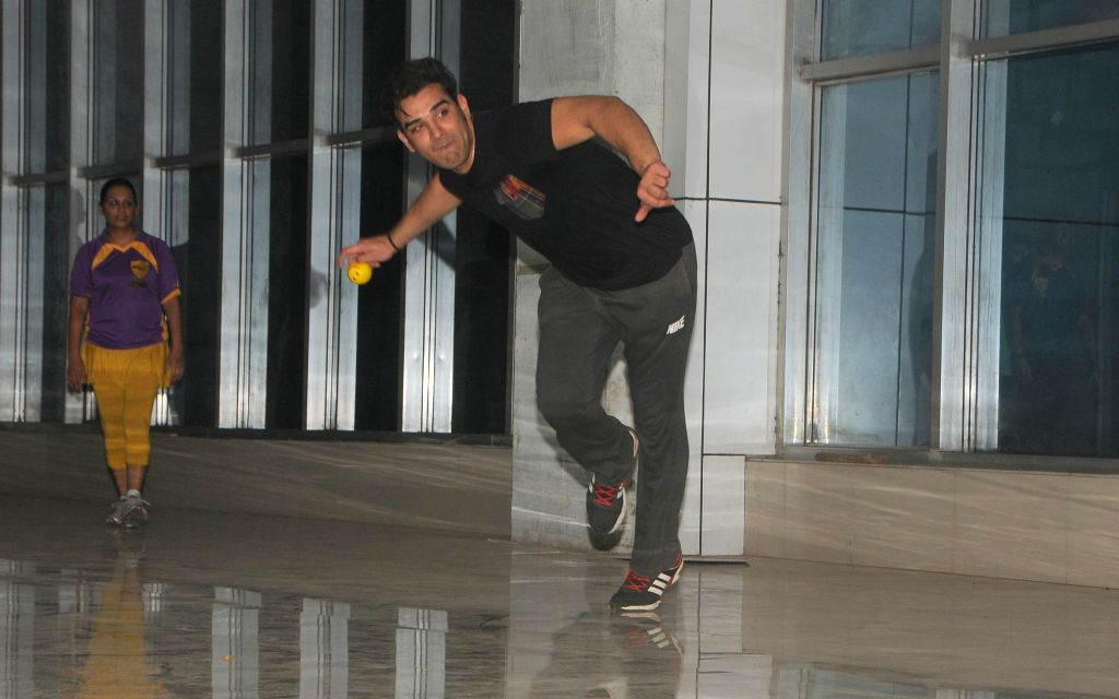 Paras Chabra duing the practice session Box Cricket League team Rowdy Bangalore in Mumbai on 10 Nov. 2014.