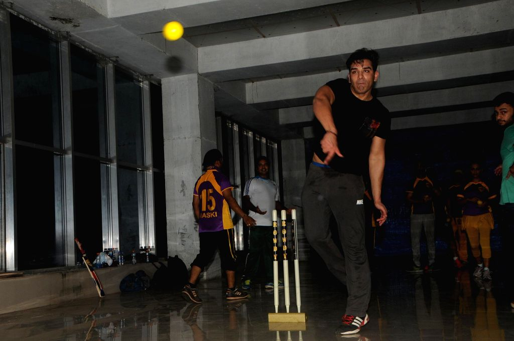 Paras Chhabra duing the practice session Box Cricket League team Rowdy Bangalore in Mumbai on 10 Nov. 2014.