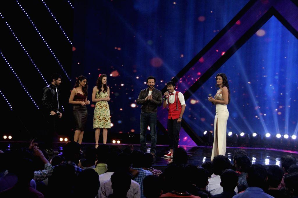 Playback singer Himesh Reshammiya, actors Ileana D`Cruz, Kalki Koechlin and Saif Ali Khan, during the promotion of film Happy Ending on the sets of reality show Indias Raw Star in Mumbai on .. - Ileana D and Saif Ali Khan