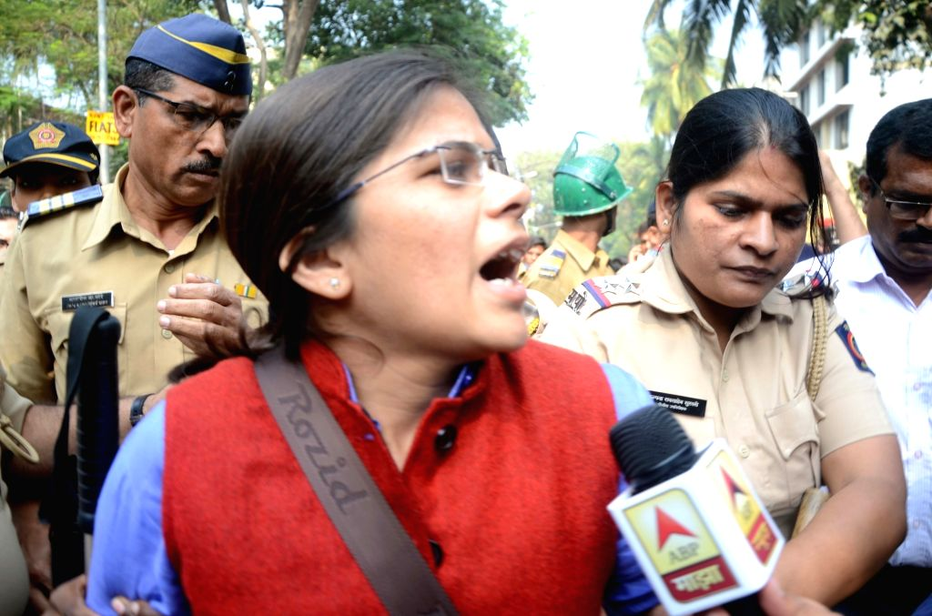 Mumbai: Police detains Allahabad University student leader Richa Singh outside the Bhaidas Hall in Mumbai's Vile Parle on Jan 4, 2018. Students gathered outside the Bhaidas Hall for 'All India Students Summit 2018' even after the police denied permis - Richa Singh
