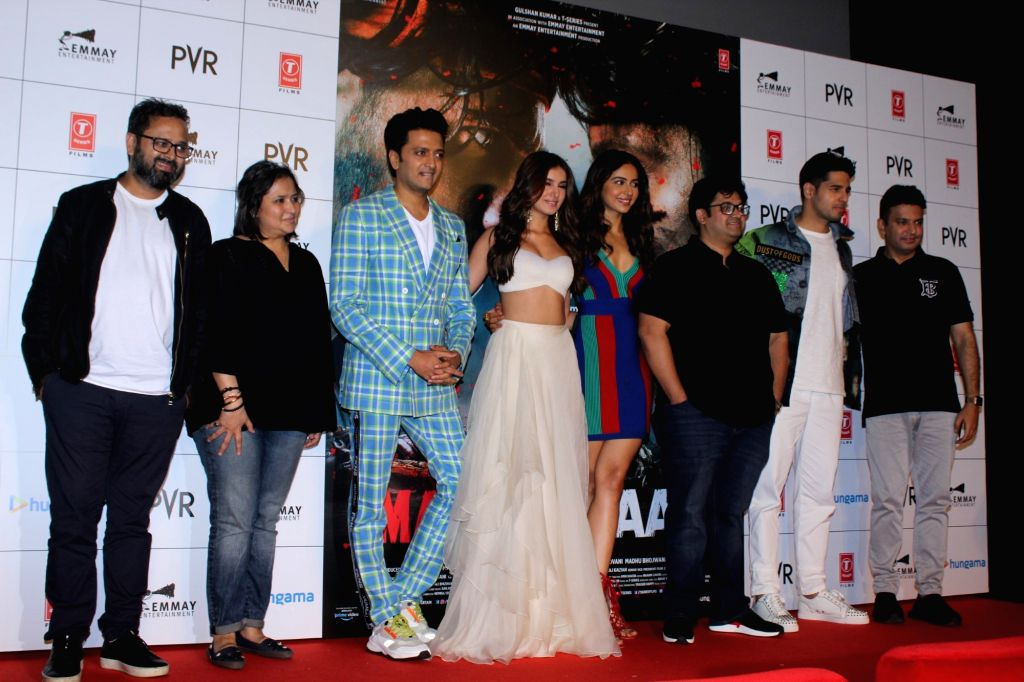 "Mumbai: Producers Nikkhil Advani and Bhushan Kumar and director Milap Zaveri with actors Riteish Deshmukh, Sidharth Malhotra, Tara Sutaria and Rakul Preet Singh at the trailer launch of their upcoming film ""Marjaavaan"" in Mumbai on Sep 26, 2019. (Pho - Milap Zaveri, Riteish Deshmukh, Sidharth Malhotra, Tara Sutaria, Rakul Preet Singh, Nikkhil Advani and Bhushan Kumar"