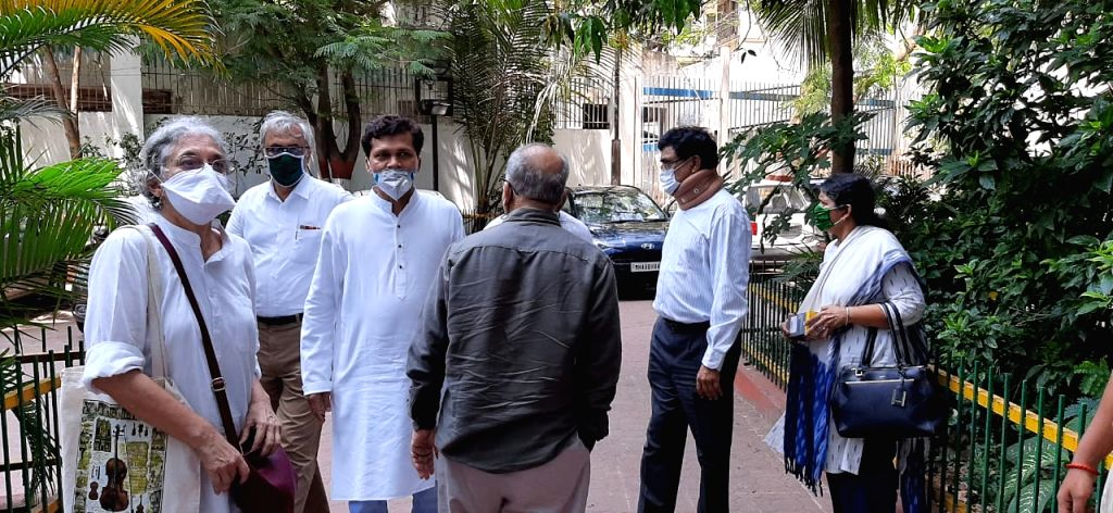 Mumbai: Prof. Anand Teltumbde, accompanied by his wife RAMA, Dr. Prakash Ambedkar, Anand Ambedkar and MLC Kapil Patil, and lawyer Mihir Desai, surrendered to the NIA Mumbai, in connection with the Koregaon-Bhima caste riots case investigation, on Apr - Kapil Patil and Mihir Desai