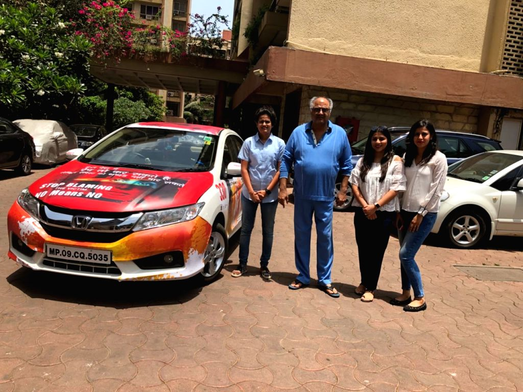 :Mumbai: Pune girls and die-hard fans of the late actress Sridevi - Paridhi Bhati, 26, Bhavana Varma, 33, Tonu Sojatia, 29 - who were specially invited by the Boney Kapoor and actress-daughter ...