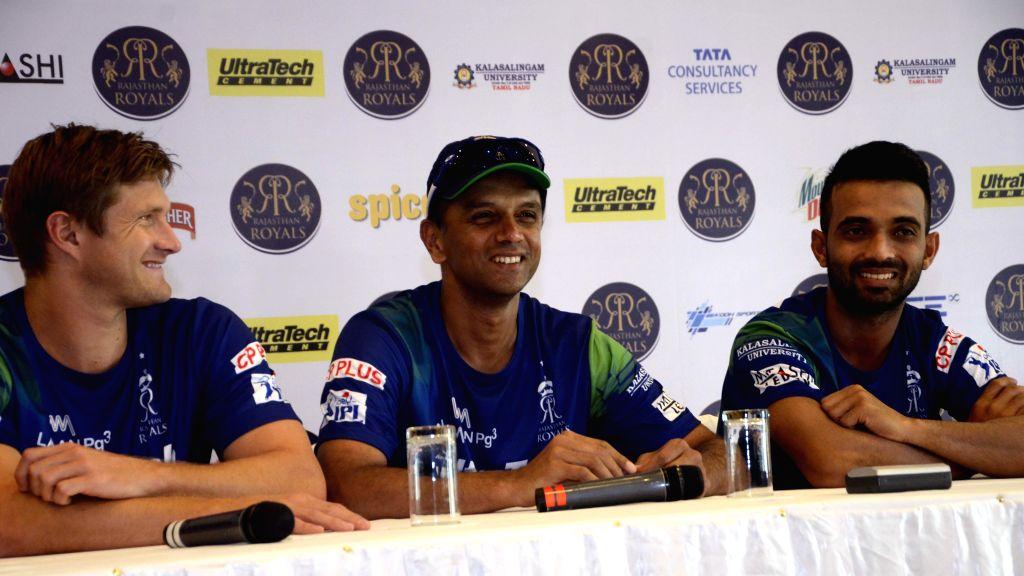Rajasthan Royal Challengers (RRC) players Ajinkya Rahane, Shane Watson with RRC mentor Rahul Dravid during a press conference in Mumbai on April 6, 2015. - Rahul Dravid