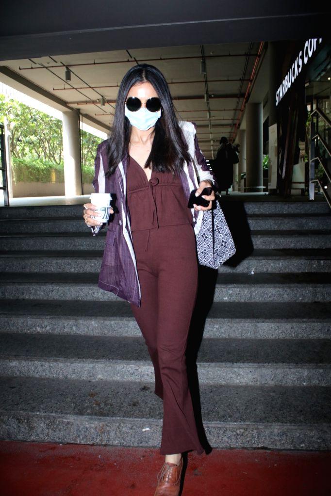 Mumbai : Rakul Preet Singh Spotted Airport Arrival on Wednesday, october 06, 2021.