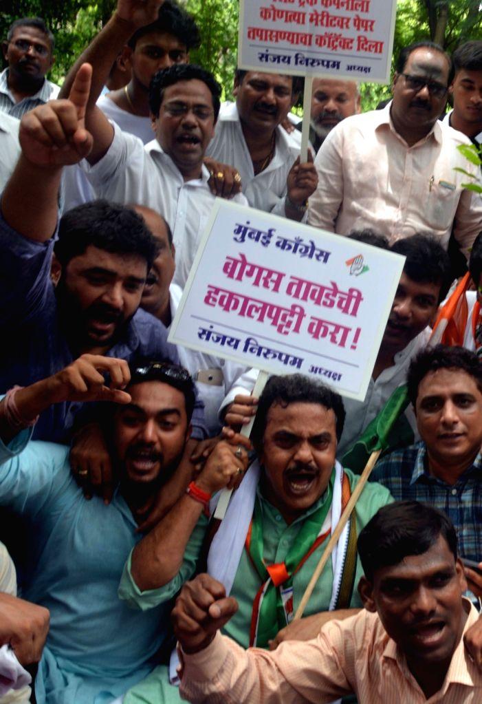 Mumbai Regional Congress Committee (MRCC) president Sanjay Nirupam leads a demonstration against Mumbai University on Aug 2, 2017.