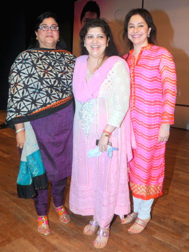 Rita Gupta (Vice President of Maharashtra Nav Nirman Sena - MNS) with Sharmila Thackrey and Dr. Anjali Tendulkar during the Cancer awareness event on the occasion of International Women`s Day ... - Rita Gupta