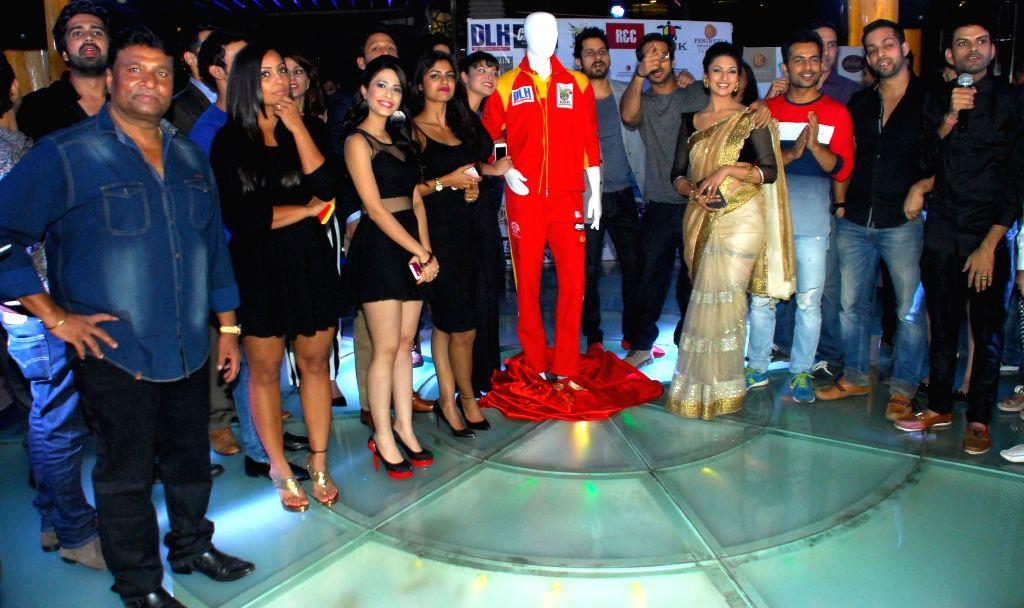 Satish,Meghna,Sayantani,Ankita,Divyanka,Salil & Rakesh during the launch of Dress and anthem of BCL team Kolkatta Babu Moshai at Peninsula Grand in Mumbai, on November 20, 2014.