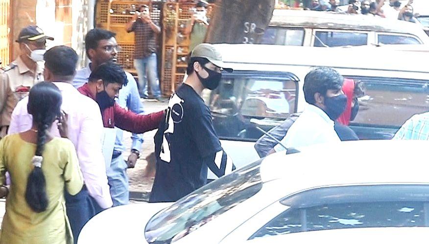 Mumbai : Shah Rukh Son Aryan Khan Leave From NCB Office in Mumbai on Sunday, October 03, 2021. (Photo: IANS)