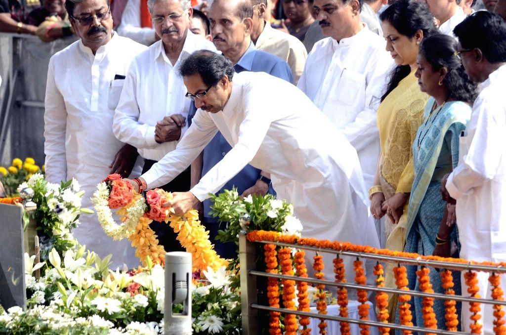 Shiv Sena chief Uddhav Thackeray pays tribute to Shiv Sena founder Bal Thackeray on his death anniversary in Mumbai, on Nov 17, 2014.