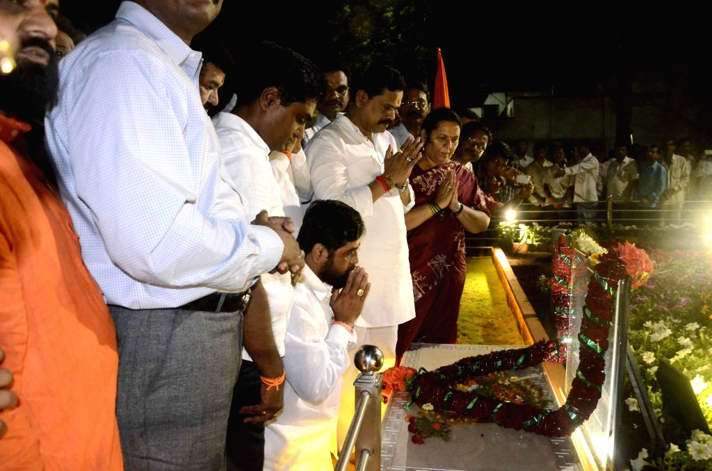 Shiv Sena legislators led by legislature party leader Eknath Shinde pay tribute to the founder of the party, Bal Thackeray at his memorial in Mumbai, on Nov 9, 2014.