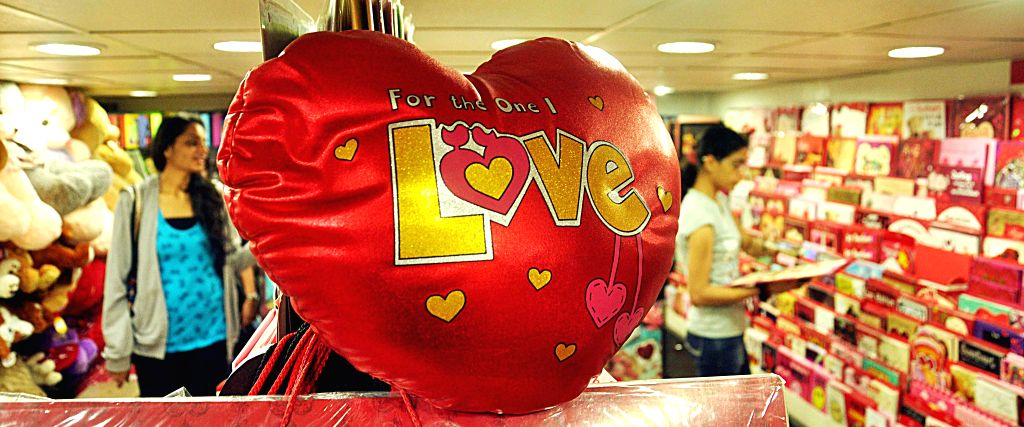 Shops prepare themselves to cater to the Valantine's Day market in Mumbai on Feb 12, 2015.