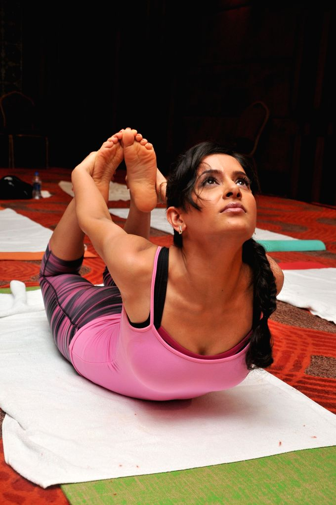 Shweta Khanduris perform Yoga on International Yoga Day in Mumbai on Sunday, June 21st, 2015.