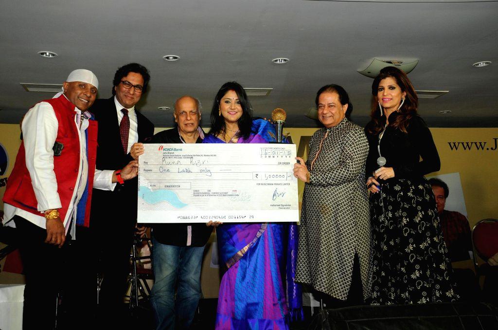 Singers Sivamani, Talat Aziz, Runa Rizvi, Anup Jalota with Director Mahesh Bhatt during Music Mania Artist of the Year 2014.