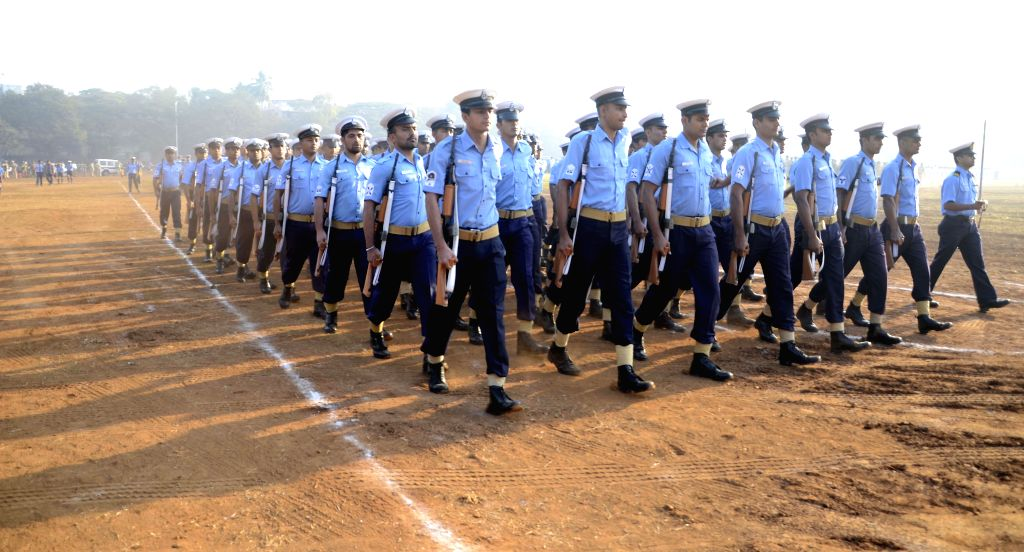 Soldiers participate in Republic Day rehearsals at Shivaji Park of Mumbai on Jan 22, 2015.