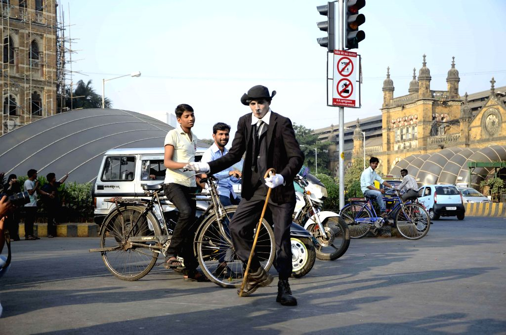 Somnath Sawbhavne from Aurangabad pays tribute to Charlie Chaplin on his death anniversary by enacting scenes from his films on Mumbai roads for 14 hours at a stretch on Dec 25, 2014.