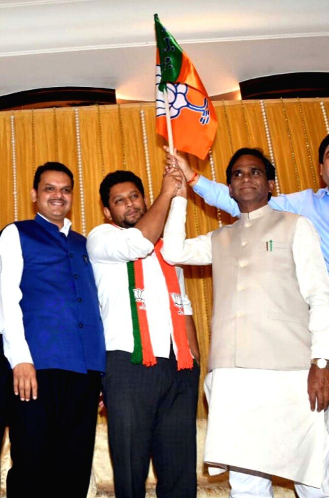 Mumbai: Sujay Vikhe-Patil, son of leader of Opposition in Maharashtra Assembly Radhakrishna Vikhe-Patil, joins BJP in the presence of Maharashtra Chief Minister and BJP leader Devendra Fadnavis and party's state president Raosaheb Danve, in Mumbai on - Sujay Vikhe-Patil and Assembly Radhakrishna Vikhe-Patil