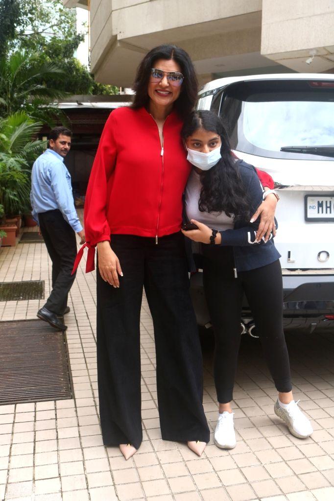 Mumbai :Sushmita Sen Spotted With Her Daughter Outside Dubbing Studio in Khar on Saturday, September 25, 2021.