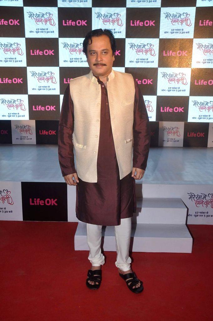 Television actor Mahesh Thakur during the launch of Life Ok`s television serial Mere Rang Mein Rangne Wali in Mumbai, on November 13, 2014. - Mahesh Thakur