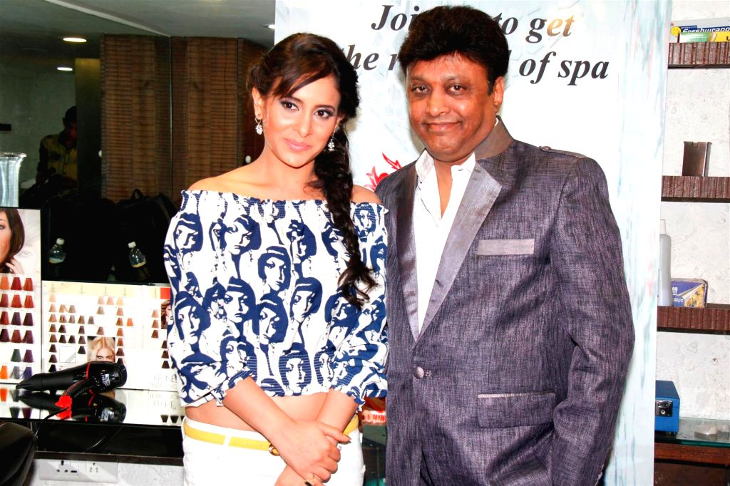 Television actor Shweta Khanduri and Manek Soni, Head of Charisma Spa during the Charisma Spa celebration of spas success spearheaded in Mumbai, on March 16, 2015. - Shweta Khanduri