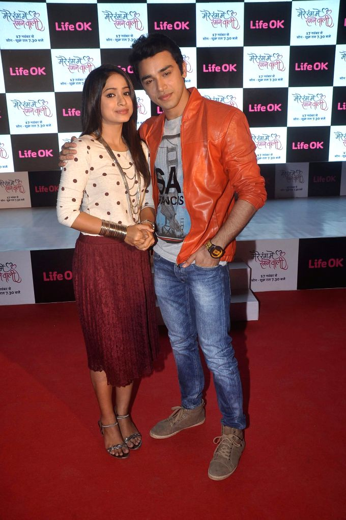 Television actors Pranali Ghogare and Samridh Bawa during the launch of Life Ok`s television serial Mere Rang Mein Rangne Wali in Mumbai, on November 13, 2014. - Pranali Ghogare and Samridh Bawa