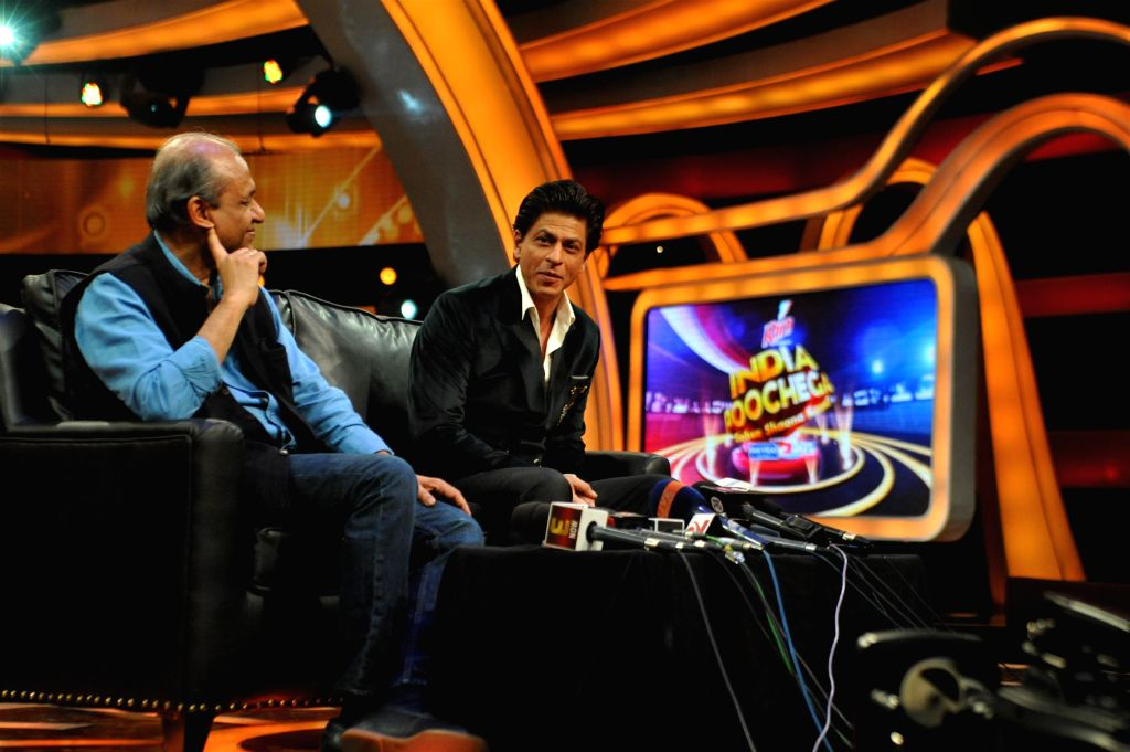 Television producer-director Siddhartha Basu and actor Shahrukh Khan during the press conference of &TV`s upcoming show, India Poochega Sabse Shaana Kaun? in Mumbai on Feb 24, 2015. - Shahrukh Khan and Basu