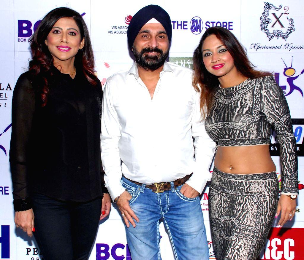 Tinaa Ghaai,Raj Suri & Marisa Verma during the launch of Dress and anthem of BCL team Kolkatta Babu Moshai at Peninsula Grand in Mumbai, on November 20, 2014. - Marisa Verma