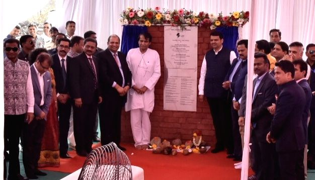 Mumbai: Union Commerce Minister Suresh Prabhu, Maharashtra Chief Minister Devendra Fadnavis lay the foundation stone for the proposed India Jewellery Park (IJP) in Navi Mumbai on March 5, 2019. Also seen Maharashtra Industry Minister Subhash Desai an - Suresh Prabhu and Subhash Desai