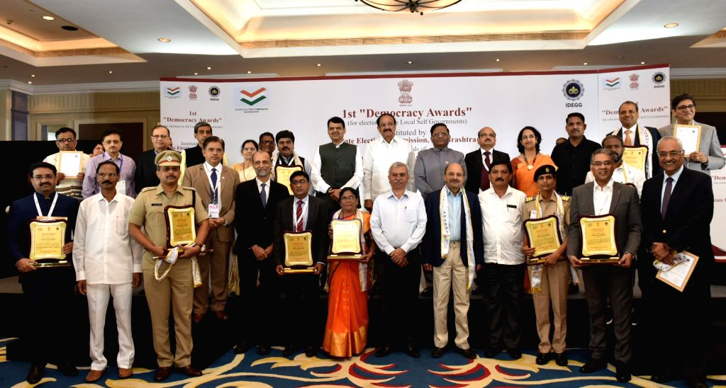 Mumbai: Vice President M. Venkaiah Naidu, Maharashtra Chief Minister Devendra Fadnavis and State Election Commissioner J.S. Saharia with the recipients of 1st Democracy Awards instituted by the State Election Commission, Maharashtra in Mumbai on July - Devendra Fadnavis and M. Venkaiah Naidu