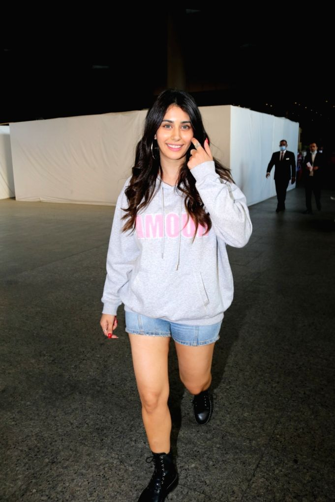 Mumbai :Warina Hussain  seen at airport on Wenesday, 27 January 2021.