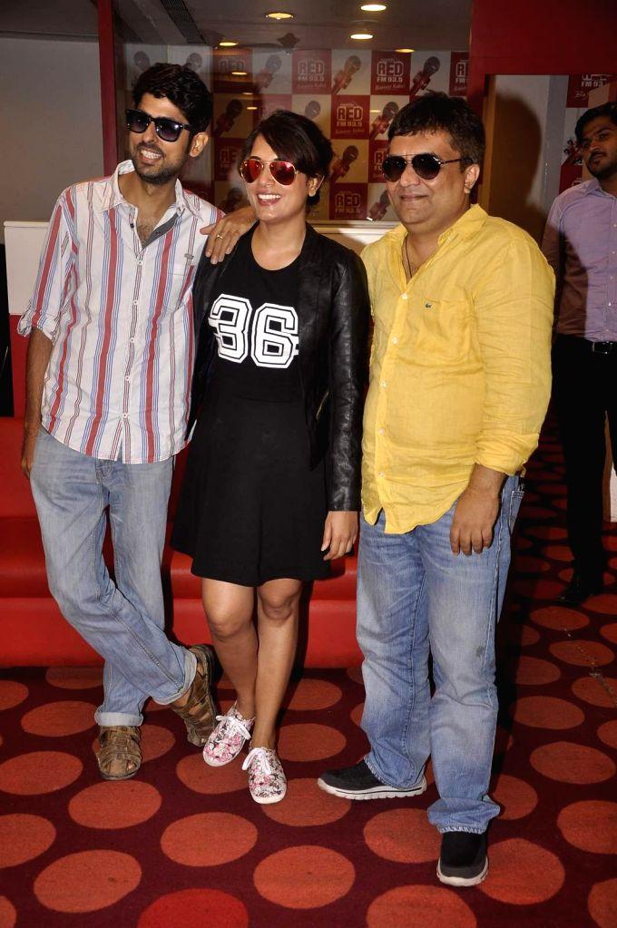 :Mumbai: Writer Varun Grover, Actress Richa Chadda and singer Swanand Kirkire during the promotion of film Masaan at RED FM studio in Mumbai, on July 9, 2015. (Photo: IANS). - Vicky Kaushal, Sanjay Mishra and Shweta Tripathi