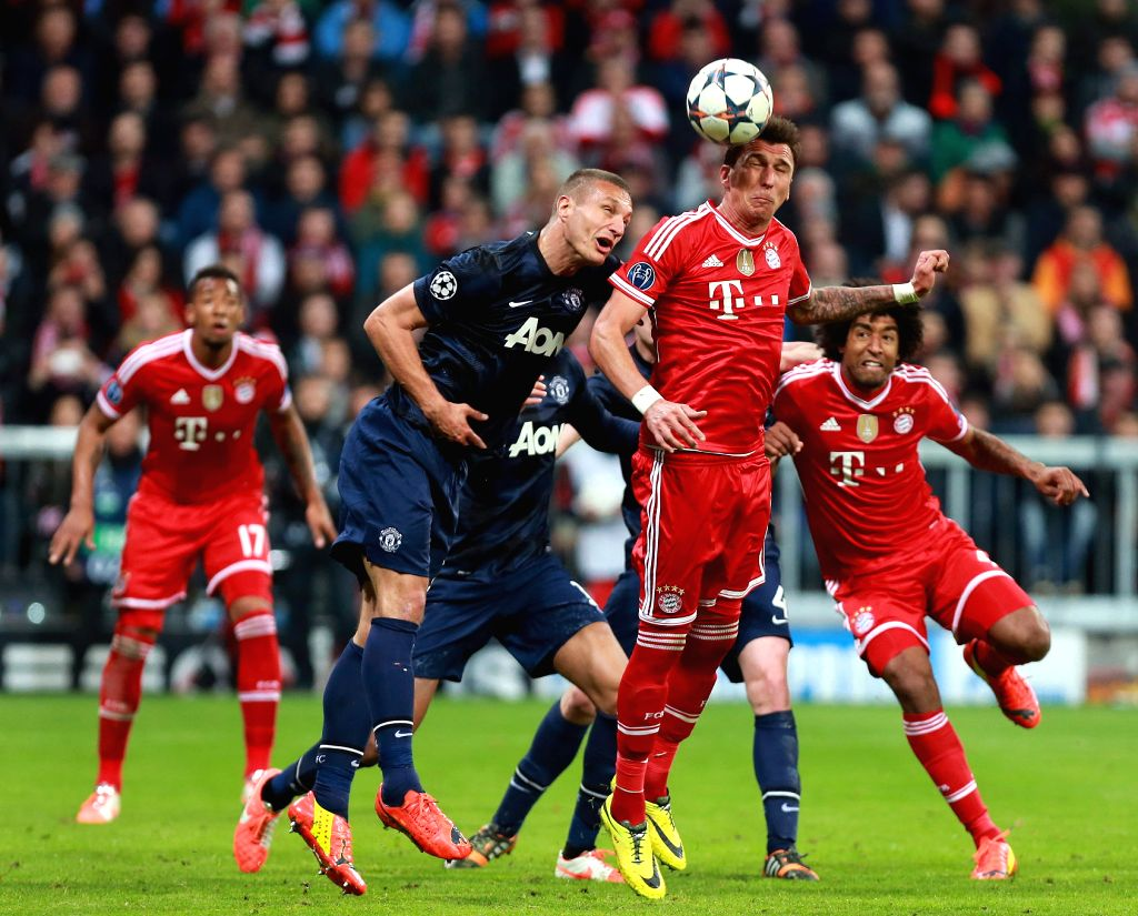 Bayern Munich's Mario Mandzukic (2nd, R) vies for the ball during the UEFA Champions League quarter-final second leg football match against Manchester United in ...