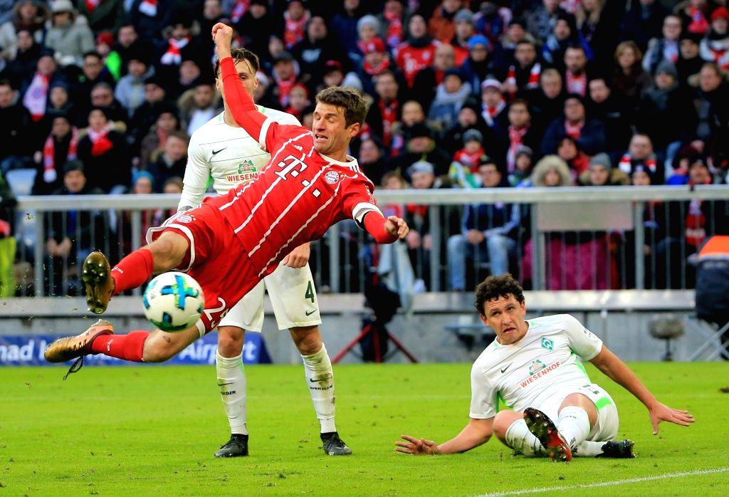MUNICH, Jan. 22, 2018 - Bayern Munich's Thomas Mueller (L, front) shoots during a German Bundesliga match between Bayern Munich and SV Werder Bremen, in Munich, Germany, on Jan. 21, 2018. Bayern ...