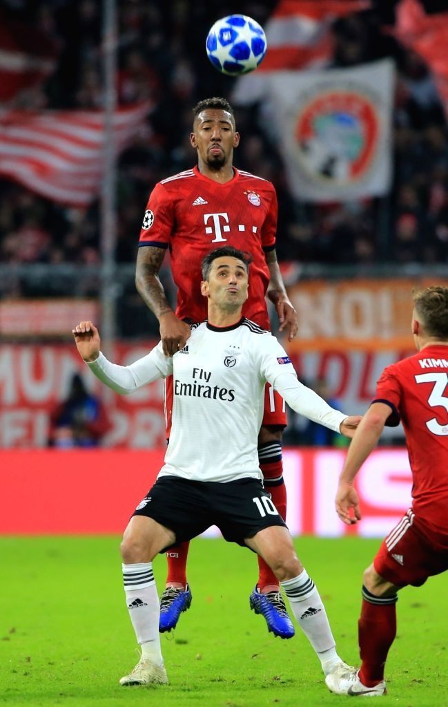 MUNICH, Nov. 28, 2018 - Bayern Munich's Jerome Boateng (top) vies with Benfica's Jonas during a 5th round match in group E of UEFA Champions League between Bayern Munich of Germany and SL Benfica of ...