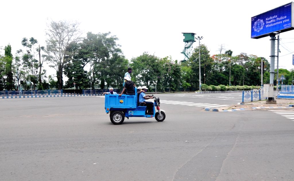 Municipal Corporation workers drive past a deserted Kollata road during the extended nationwide lockdown imposed to mitigate the spread of coronavirus; on Apr 22, 2020.