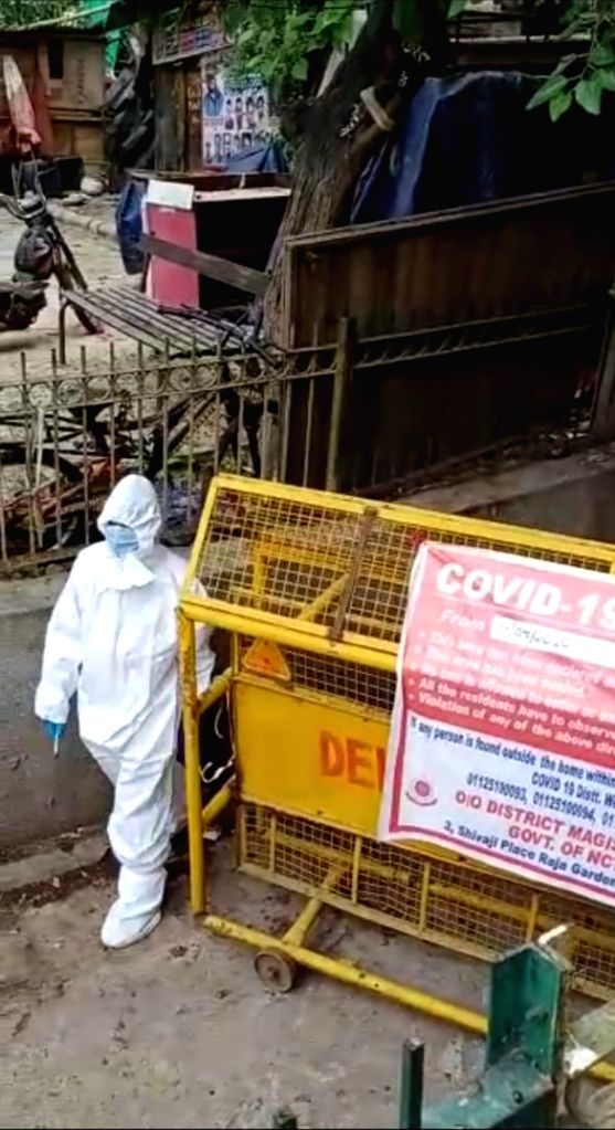 Murder case inside containment zone, Madipur, PS Punjabi Bagh. (Photo: Sanjeev Kumar Singh Chauhan)