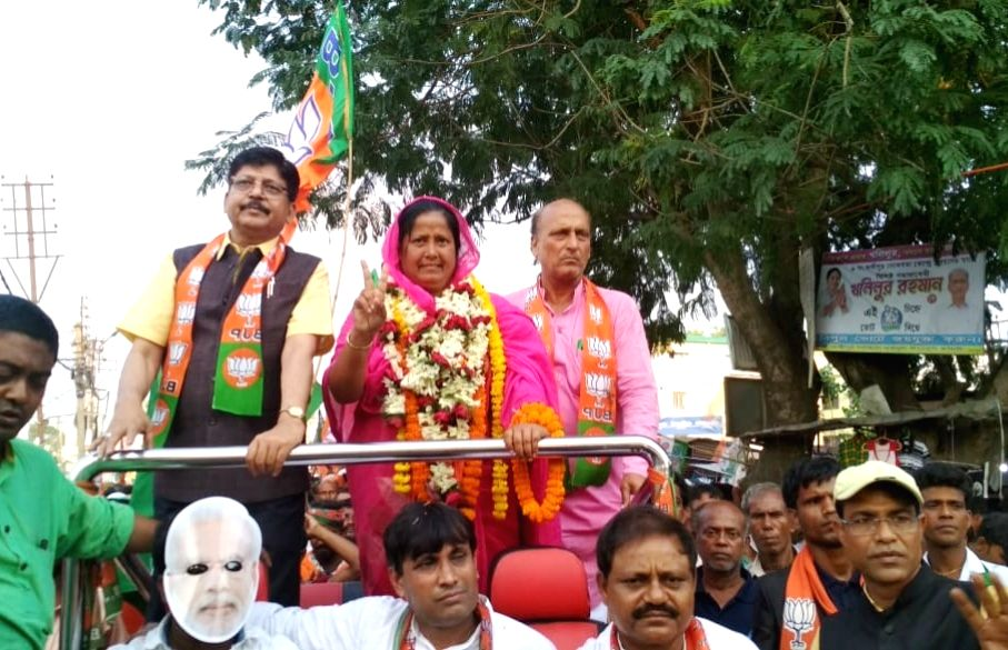 Murshidabad: BJP's Lok Sabha candidate from Jangipur, Mafuja Khatun during an election campaign for the forthcoming Lok Sabha polls, in West Bengal's Murshidabad, on April 22, 2019. (Photo: Indrajit Roy/IANS) - Indrajit Roy