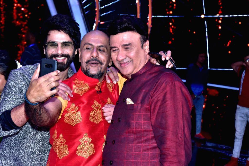 "Music composer Vishal Dadlani, music director Anu Malik and actor Shahid Kapoor on the sets of singing reality show ""Indian Idol 10"" in Mumbai on Sept 11, 2018. - Anu Malik and Shahid Kapoor"