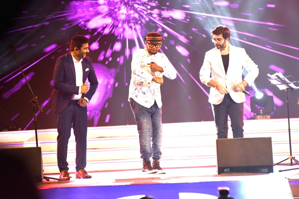 Music composers Sachin Sanghvi and Jigar Saraiya along with Singer Benny Dayal (C) perform during the closing ceremony of 47th International Film Festival of India (IFFI-2016) at Shyama ...