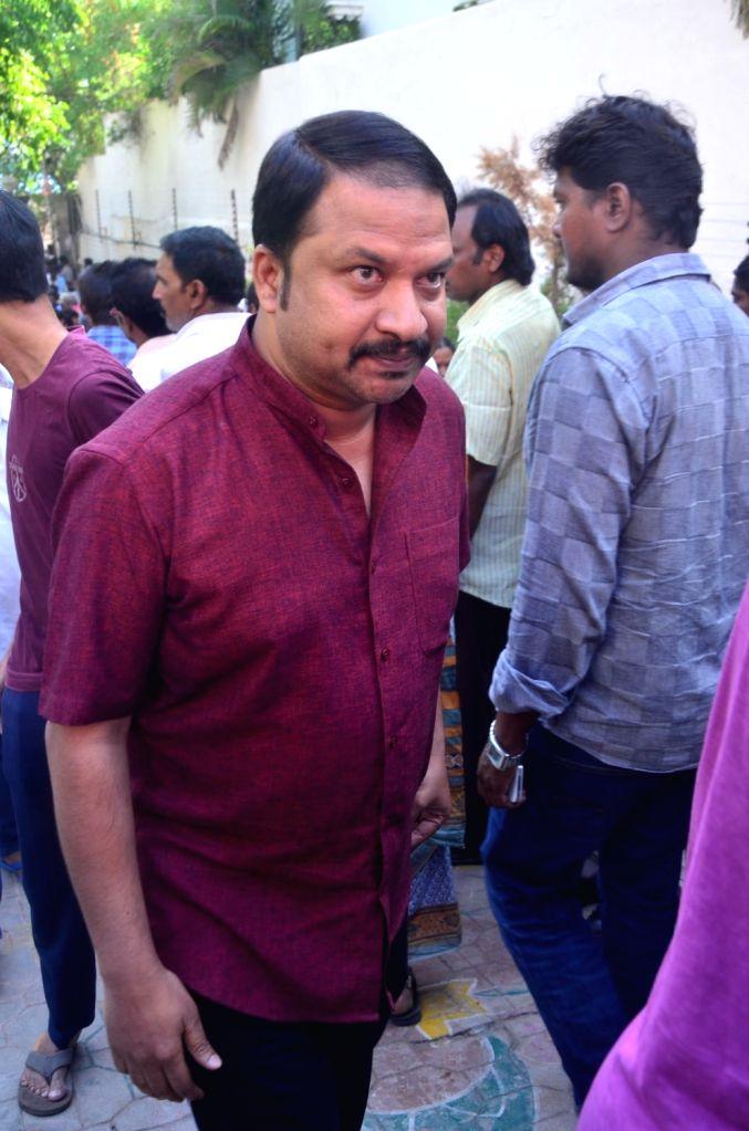Music director RP Patnayak pays last respect to Dasari Narayana Rao at his residence. - Dasari Narayana Rao